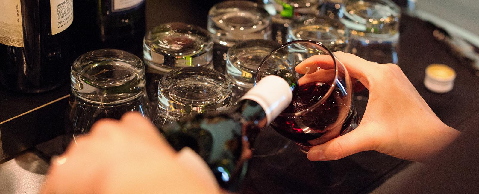 fs_wine_pour_horiz